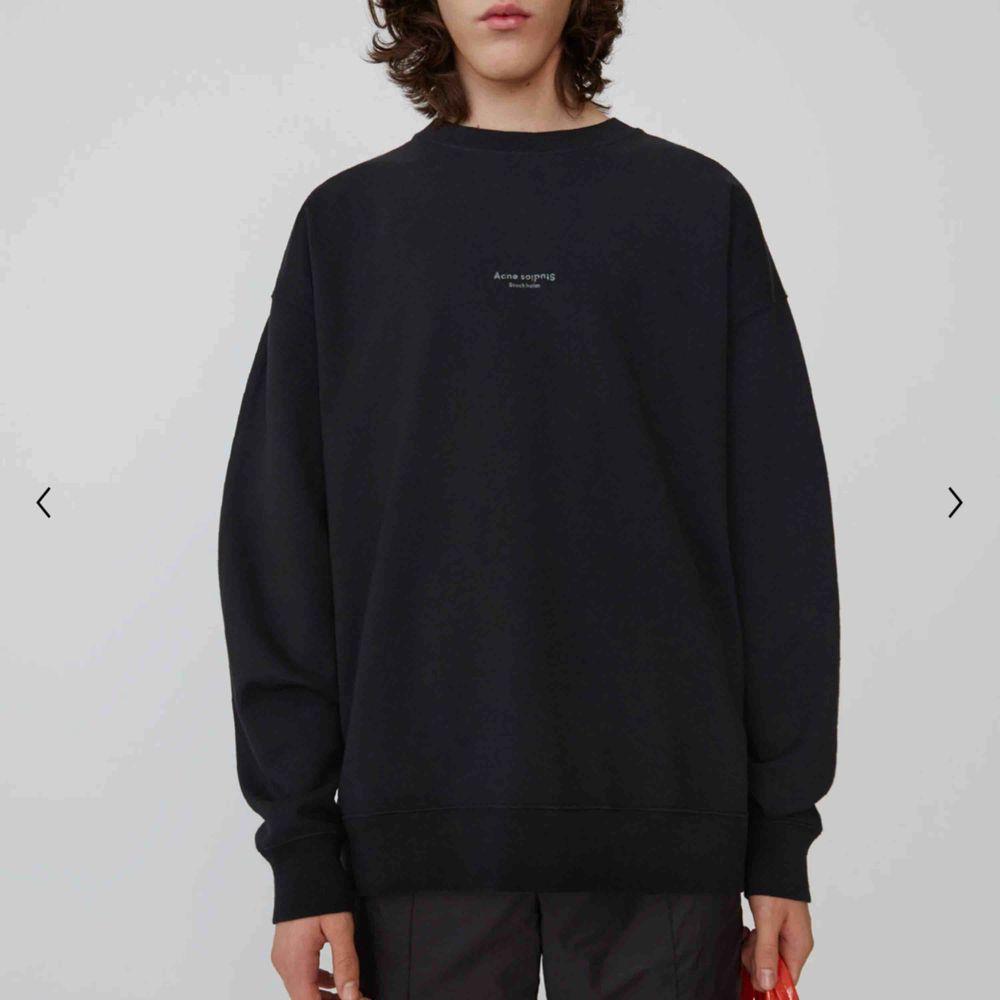Denna sweatshirt från acne studios. I princip ny, använd typ 2-3 ggr. Har tagen till tröjan kvar. . Huvtröjor & Träningströjor.