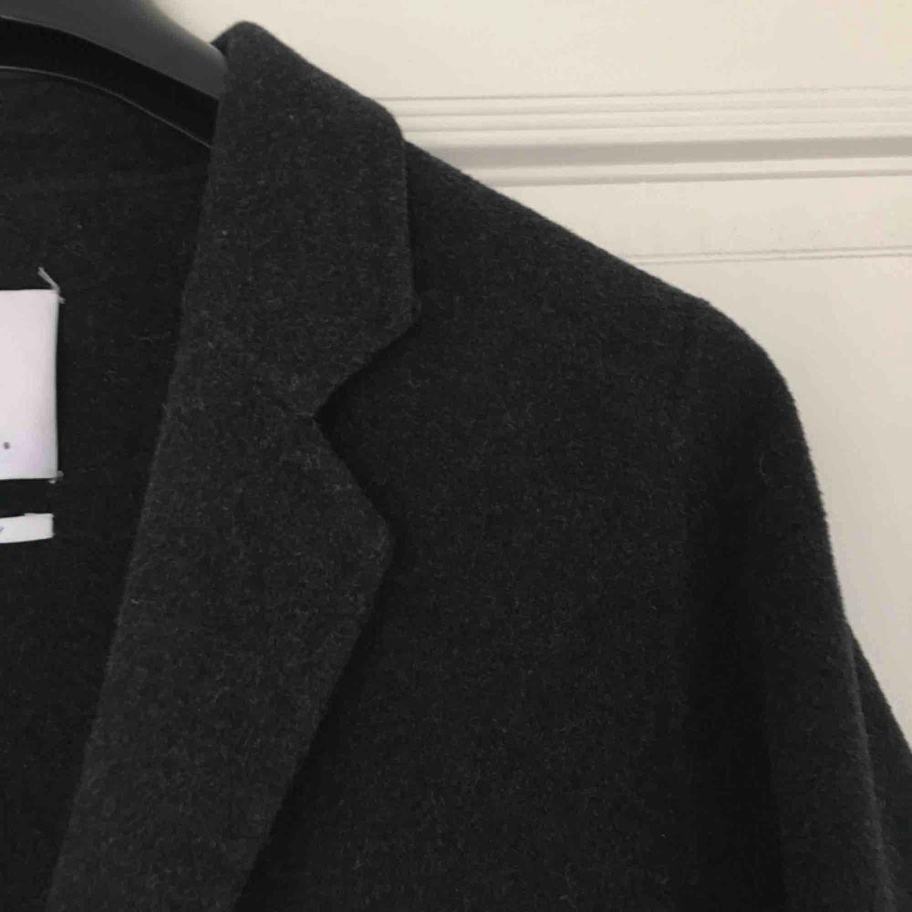 Oversized kappa i ullblandning från Mango!! köparen står för frakten :D möts gärna upp i Malmö . Jackor.
