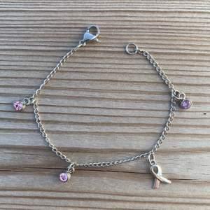 """Vid köp av ett av våra """"FUCK CANCER"""" armband går 15% till Barncancerfonden. Vi finns på instagram (@charity.chains) och kan även kontaktas via mail (charitychain.info@gmail.com) 💖💖💖"""