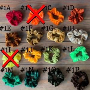 Helt nya oanvända scrunchies för 25kr styck +frakt betalning via swish
