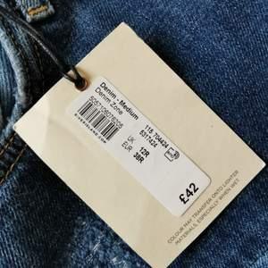 Oanvända jeans från River Island, lös passform boyfriend Strl. 12. Mid rise. Prislappen kvar