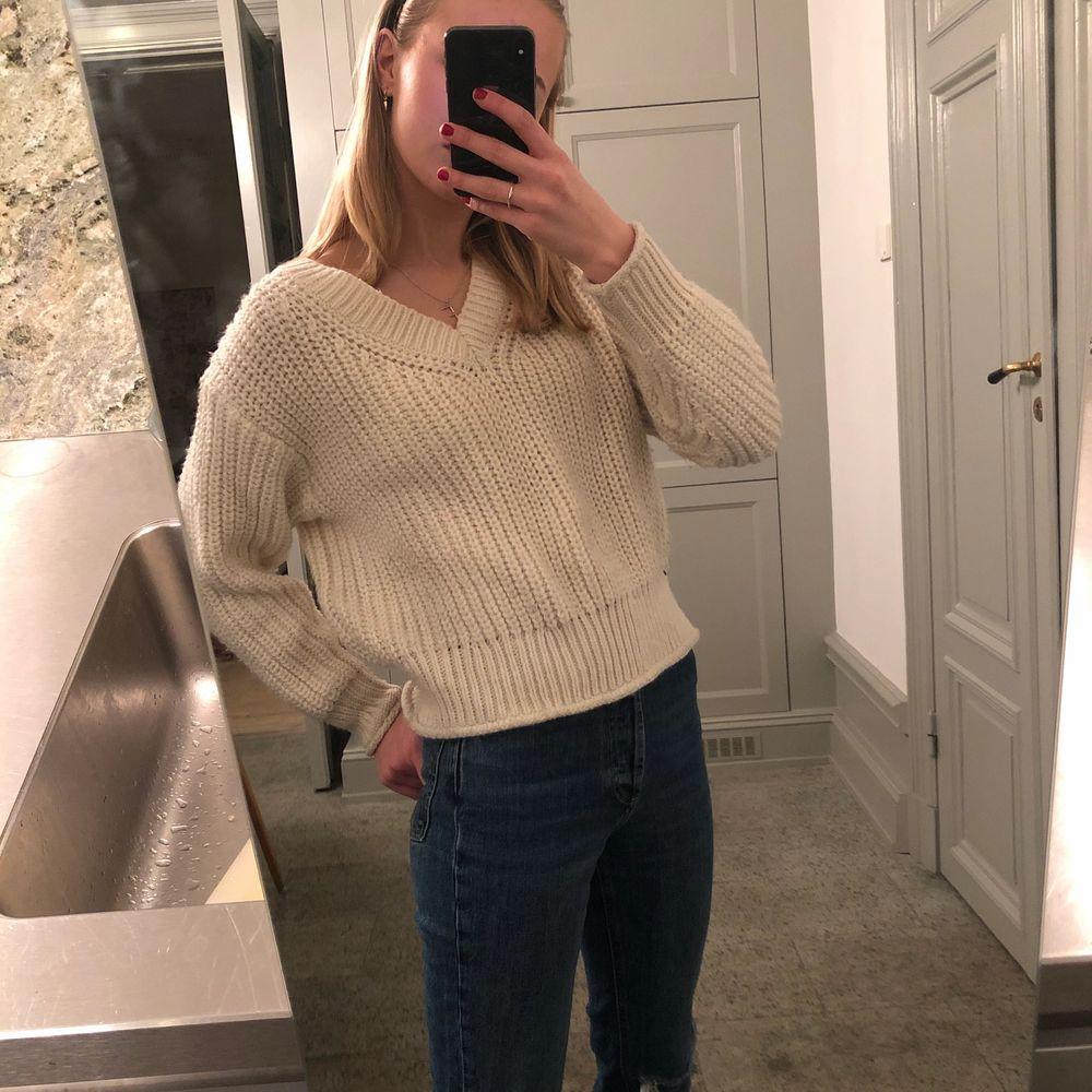 Denna snygga tröja är nu till salu! Har används lite så är i bra skick. Köptes på zara och är i storlek XS men skulle säga att den passar S också! Pris kan diskuteras❤️. Tröjor & Koftor.