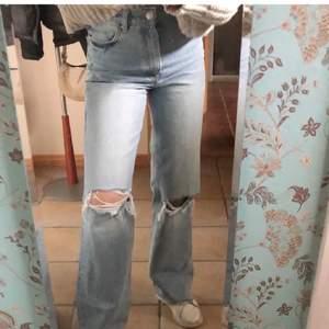 Populära jeans med hål från zara, inte använda ofta. Stl 34
