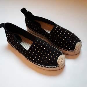 Jättesnygga skor från &Other Stories. Helt oanvända och skitsnygga! Säljer pga att de tyvärr var för små.  ❗Pris kan diskuteras❗