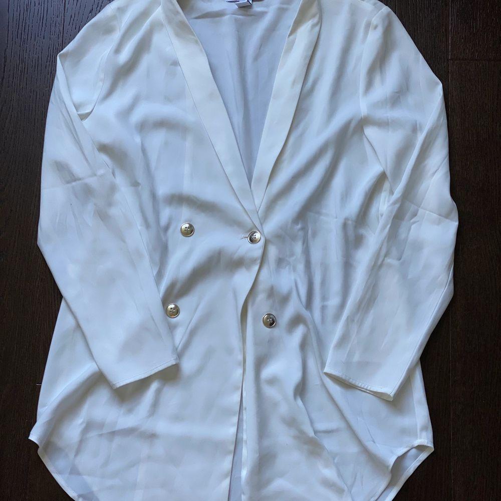 Kavaj klänning från rebecca Stella jättefin på. Använd 1-2ggr . Klänningar.