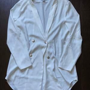 Kavaj klänning från rebecca Stella jättefin på. Använd 1-2ggr