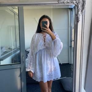 Jättesöt klänning från NA-KD, endast använd vid två tillfällen! Köpareb står för ev fraktkostnad!🌸