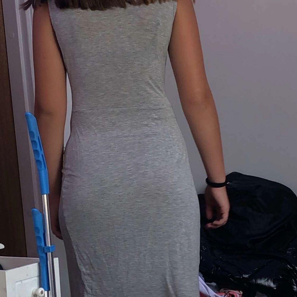 Super fin klänning med en Knut där fram 🥰. Klänningar.