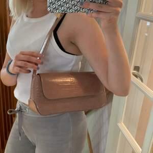 Superfin baguettebag som är rosa/beige från Gina, aldrig använt💗 frakt tilkommer