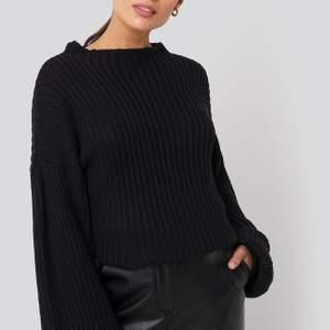 Säljer denna stickade tröja från nakd! Helt ny, säljaren då den inte kommer till användning.