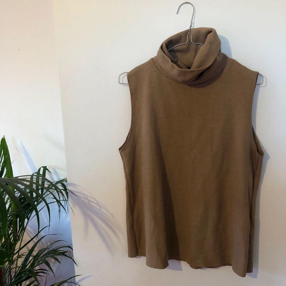 Superfin och trendig tröja, knappt använd🤎. Tröjor & Koftor.