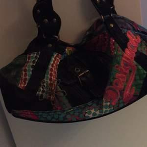 Handväska från Desigual. Köpt för länge sen men aldrig använd!