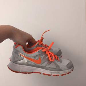Nike träningsskor.