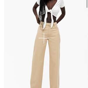 Yoko jeans i strl 24 från monki. Köpta här på plick men i nyskick! Kan oxå tänka mig att byta med nån som har strl 25 annars är det bara att buda i kommentarenrna.             💖💞💗💕