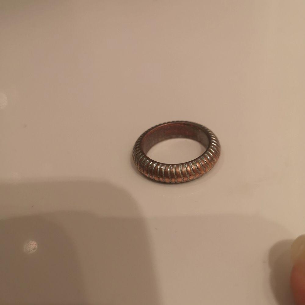Jag hittade några fler ringar jag inte använder. På sista bilden ser ni vilka som finns kvar! Skriv privat för mer bilder! 💞 10 kr styck! Frakt kan diskuteras! 💕😊. Accessoarer.