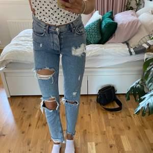 Snygga och populära jeans med slitningar🌟