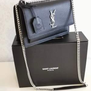 YSL väska i 100% äkta läder ingår box kvittot påse säljer ändats bra kvalitet
