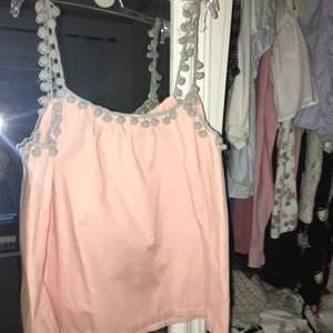 Har aldrig använt och kjolen är som en shorts. Super gullig för sommaren och såklart så går det också att para ihop dom med något annat🥰 frakten är inräknad i priset👙❤️
