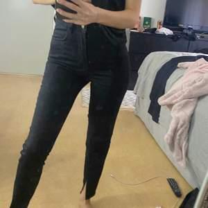 Jeans med slits, från nakd, 100kr exklusive frakt