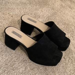 Black chunky heels from NLY. I have worn only for one time, the shoes are slightly too small for me. Condition is as new.