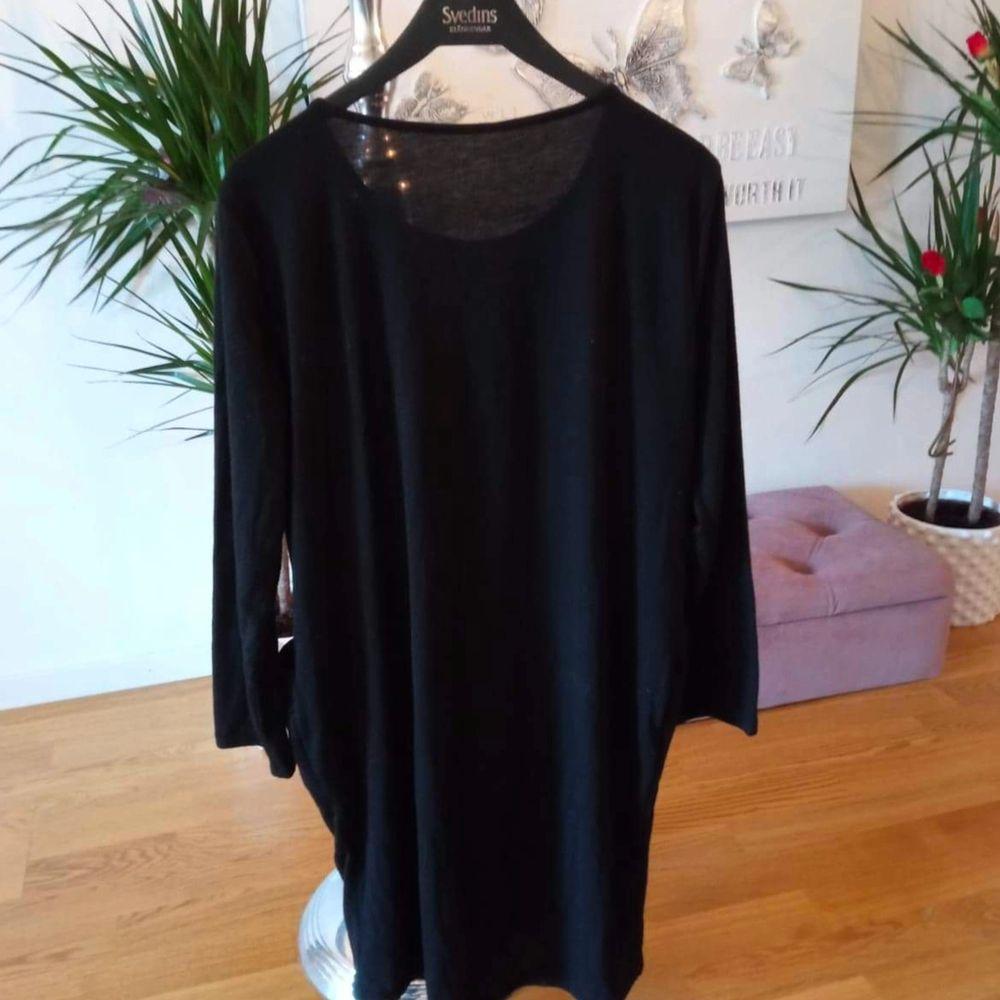 Jätteskön svart oversice tröja/klänning med fickor helt i bomull, använd några gånger, men är i väldigt gott skick 🙂 storlek M, men passar även S. Finns i Västerås 🌸🌸🌸. Tröjor & Koftor.