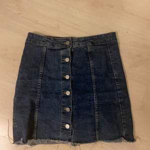 Fin jeanskjol från Gina i superbra skick! Nästan aldrig använd.