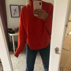 Orange/röd stickad tröja Kontakta för mer bilder