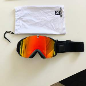 Skid eller snowboard goggles. Nypris: 799kr använda fyra ggr. Kan fraktas med står inte för frakt🌸