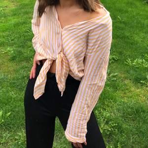 Skjorta från HM, knappt använd! Köparen står för frakt 💕
