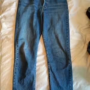 Varsamt använda jeans som är super sköna! Budgivning börjar på 300kr.