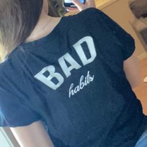 T-shirt från bikbok, säljer då den ej kommer till användning längre. Mitt pris är 40kr + eventuell frakt, priset kan diskuteras✨