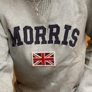 Skön klassisk Morriströja som funkar både med T-shirt eller skjorta under! Fint skick och inga konstigheter;) Storlek S (man)