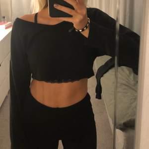 säljer denna superfina tröja som har blivit för liten för mig! superskönt och jätte fin! köparen står för frakten💕