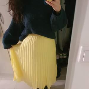Jättefin kjol från monki i storlek S,  aldrig använt pga fel storlek