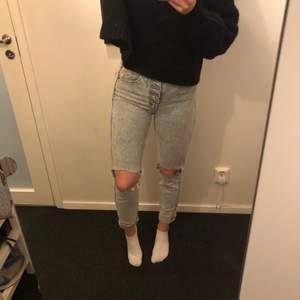 Säljer dessa byxor från pull&bear. 80kr +frakt 💕 jättesnygga, stretchiga, fint skick och sköna! Jag är 167cm lång 🙂