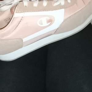 Ljusrosa Champion skor, endast testade