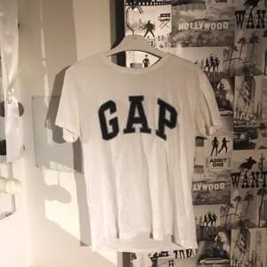 Gap-T-shirt i gott skick! Köpt på Gap Paris, använd runt 10 gånger. Storlek XS unisex.