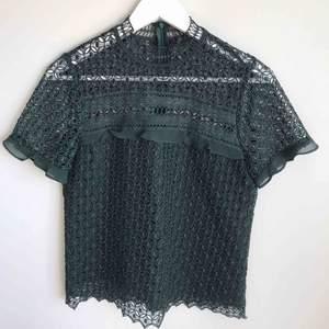 Mörkgrön Spets-topp från Zara i storlek S
