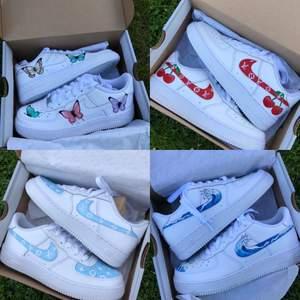Jag har gjort alla skor på bilderna. Går även att få andra designer. Priset för designen varierar mellan 300-600 kr och kostnad för skor tillkommer beroende på storlek. Beställ ett par här eller på instagram, StainsCustoms. 🦋🍒👊🏻