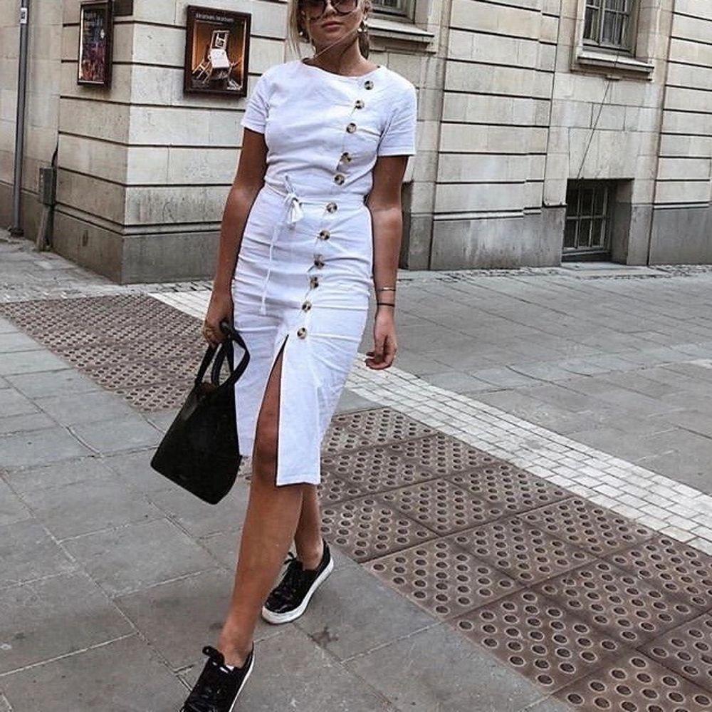 Så underbar klänning från NA-KD🥺🥺 sitter jättefint! Frakt tillkommer 💜. Klänningar.