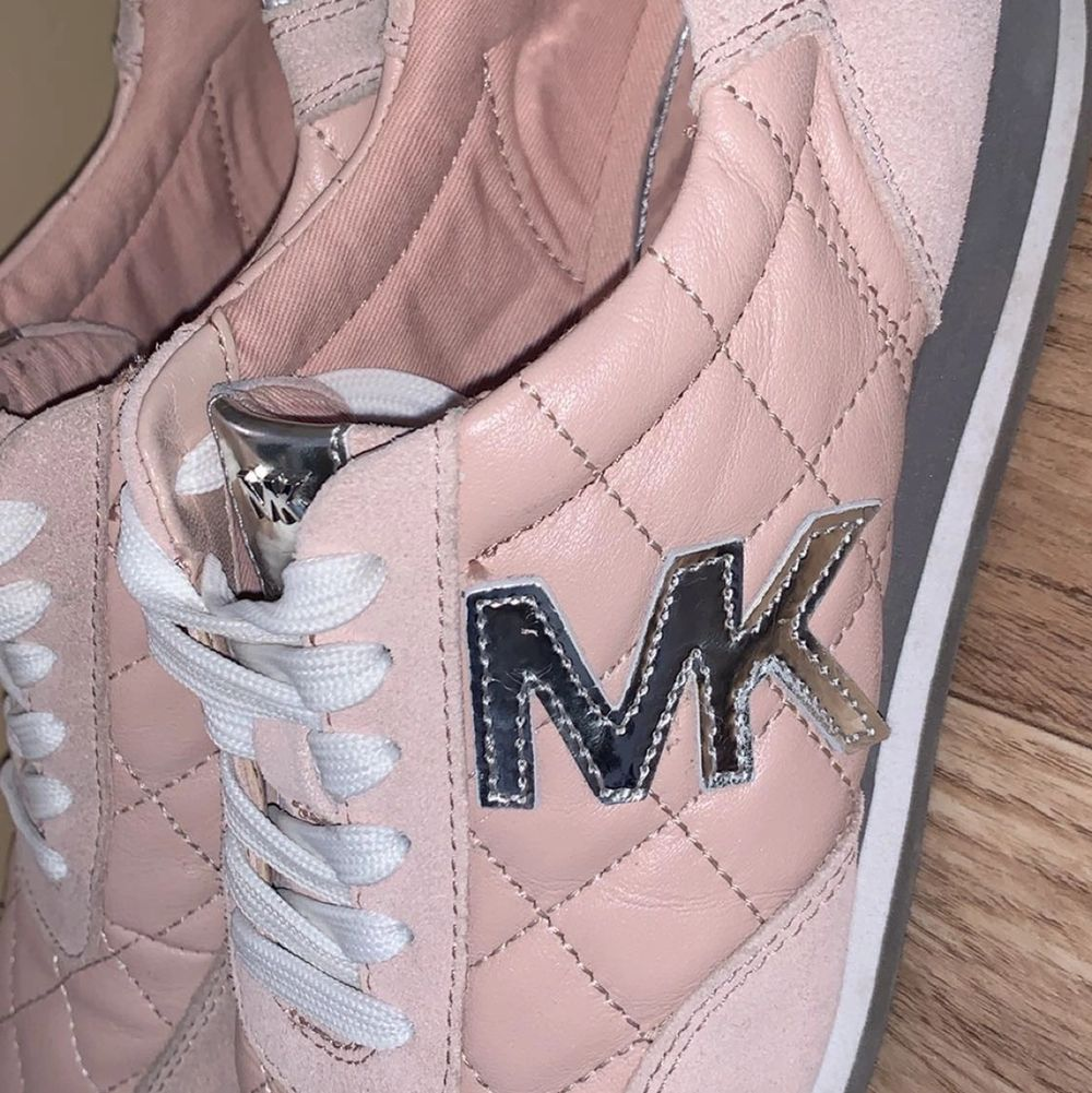 super fine shoes, purchased in Canada.  comfortable to wear and they are genuine/NOT FAKE.  It is pink leather with MK brand in silver.  used once and nothing is wrong with Them.  size 38 and comes with Michael kors package. Skor.