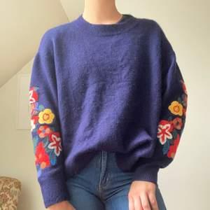 Marinblå tjockare tröja från Zara. Använd två gånger, frakt tillkommer