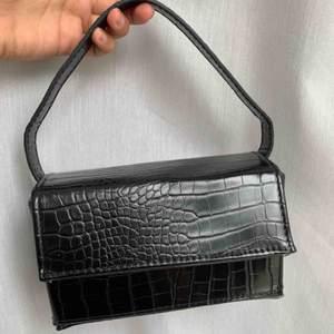 Croc rectangle box & cross body strap bag +frakten