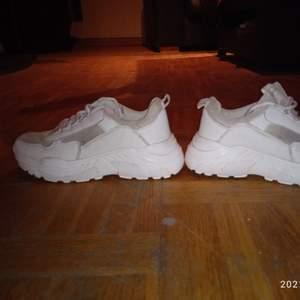 Chunky sneakers i fint skick,anv.några ggr. Inget slitage.