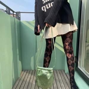 Slutsåld sommrig väska med glitter från Zara!😍😍 ALDRIG ANVÄND!