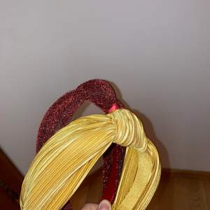 Nästan aldrig använda. Ett gult och ett rödglittrigt! 1 för 15kr och 2 för 20kr (frakt 45kr men kan mötas upp)