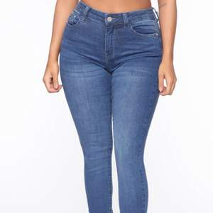 Skinny Jeans från fashion nova, står dock något annat märke på dem❤️ storlek 1 vilket motsvarar en XS/S dem är väldigt stretchiga