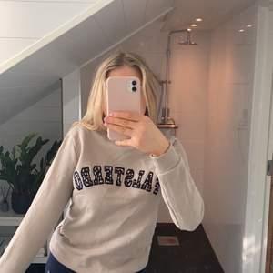 Fin sweatshirt från Ginas Falsterbo collection, knappt använd då den är lite för liten så väldigt fint skick! Köpare står för frakt, frakten ingår i det satta priset!!✨