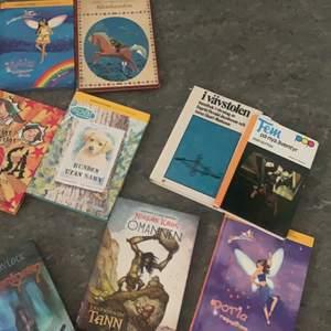 Säljer massa me fantastiska böcker har läst alla och vill bli av me dom. Bok 10 kr/st ❤️