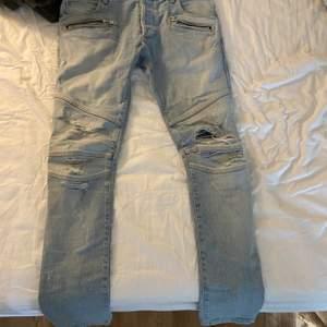 Balmain Jeans köpta från abcd för 11000kr knappt kommit till användning därför säljer jag dom